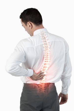 dolor de espalda: Compuesto de Digitaces de destacada columna vertebral del hombre con dolor de espalda