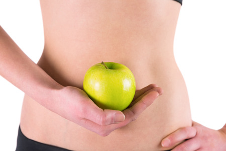 figura humana: Mujer con manzana verde sobre fondo blanco