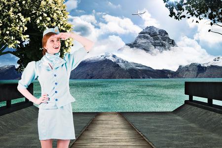 hotesse avion: Jolie hotesse de l'air � la recherche contre d�cor pittoresque