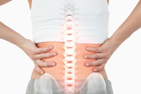 detras de: Compuesto de Digitaces de destacada columna vertebral de la mujer con dolor de espalda