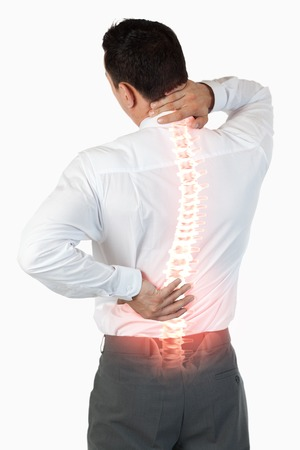 背中の痛みを持つ男の反転表示された背骨のデジタル合成 写真素材