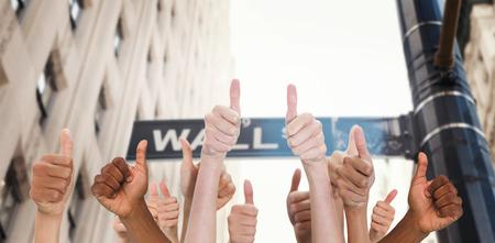ウォール街に対して親指を示す手 写真素材