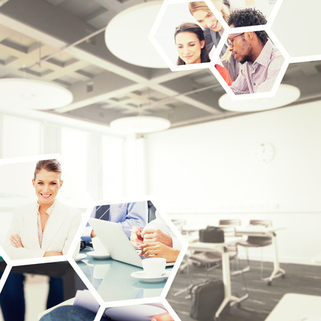 salon de clases: Aula de la universidad contra los hombres de negocios de intercambio de ideas