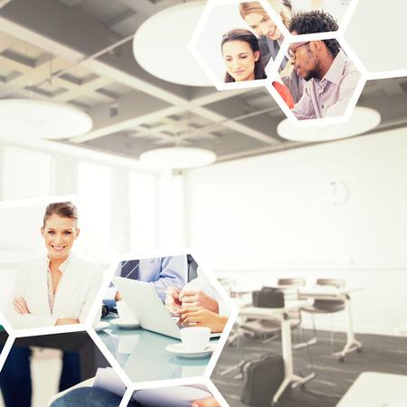 salle de classe: Coll�ge classe contre les gens d'affaires de remue-m�ninges Banque d'images