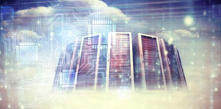 heaven?: Generada digitalmente matriz negro y azul contra imagen compuesta de torres de servidores