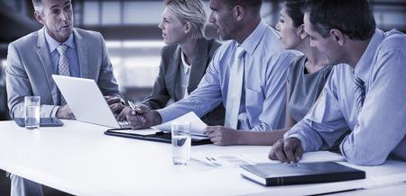 Business team met een bijeenkomst in het kantoor Stockfoto