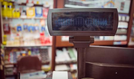 caja registradora: Cierre de vista de la caja registradora en el supermercado Foto de archivo