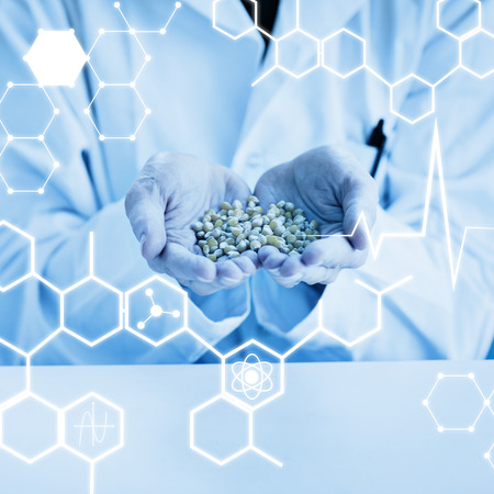 lab coat: Ciencia gráfica contra los estudiantes en el laboratorio celebración capa de grano