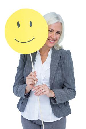 smiley content: Businesswoman tenant visage souriant heureux sur fond blanc