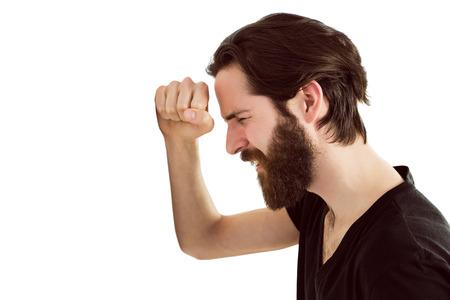 desolaci�n: Sentimiento inconformista guapo deprimido en el fondo blanco