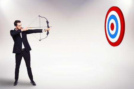 arco y flecha: Empresario disparar un arco y flecha contra el fondo blanco con la ilustración