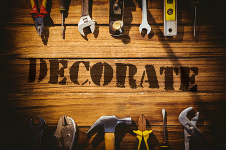 decorar: The word decorate  against desk with tools
