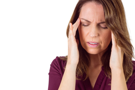 dolor de cabeza: Pretty brunette with headache on white background