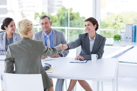 interview job: Panel Entrevista escuchando al solicitante en la oficina Foto de archivo
