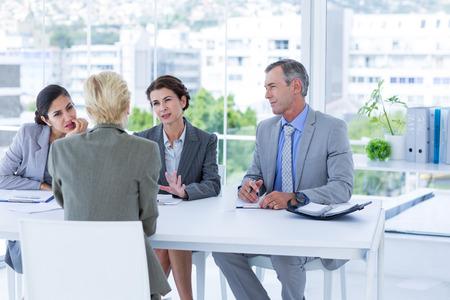 entrevista: Panel Entrevista escuchando al solicitante en la oficina Foto de archivo