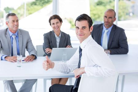 Interview panel luisteren naar verzoeker in het kantoor Stockfoto - 42578808