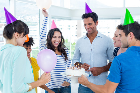 tortas de cumplea�os: Hombres de negocios creativos que celebran un cumplea�os