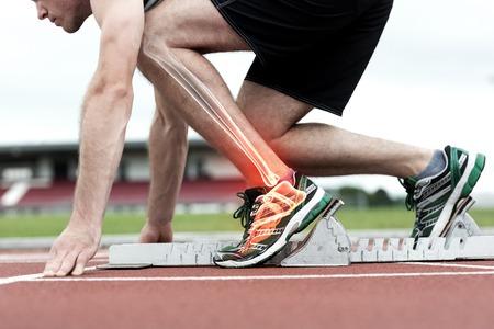 Digitale composiet van gemarkeerde botten van de mens die op het punt staan ??te racen Stockfoto