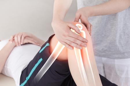 Digital-Zusammensetzung der Hervor Knochen der Frau an Physiotherapeuten