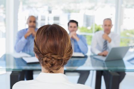 entrevista: Empresaria en la entrevista de trabajo en la oficina Foto de archivo