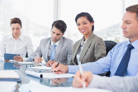 Business-Team während der Sitzung im Büro Lizenzfreie Bilder