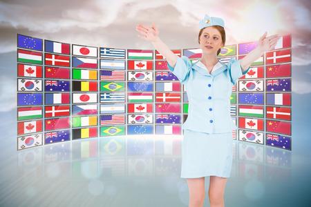 salidas de emergencia: Azafata bonita con los brazos levantados contra el collage pantalla mostrando banderas internacionales Foto de archivo