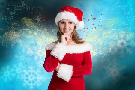 pere noel sexy: Jolie fille � santa outfit fond no�l floue