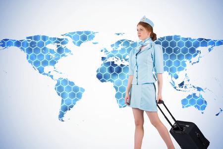 hotesse avion: Jolie h�tesse de l'air en tirant valise sur fond avec des hexagones et carte du monde