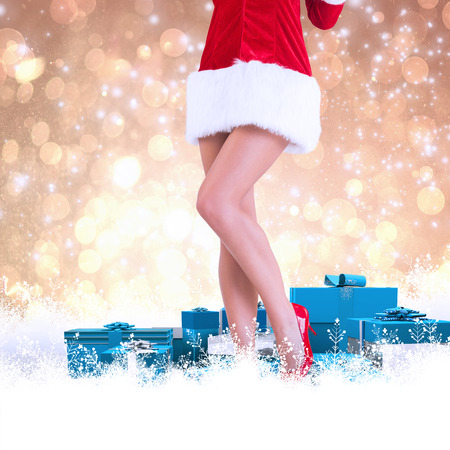pere noel sexy: La moiti� inf�rieure de sexy Santa Girl contre conception abstraite spot de lumi�re jaune