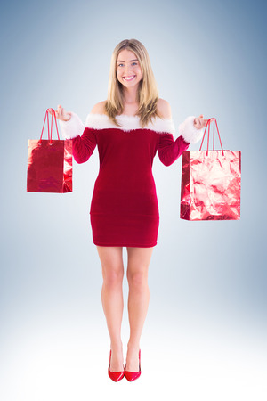pere noel sexy: Jolie Santa fille tenant des sacs-cadeaux sur la vignette fond Banque d'images