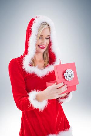 pere noel sexy: Blonds Festive ouvrir un cadeau sur la vignette fond