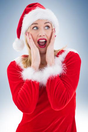 pere noel sexy: Blonds festive avec les mains sur le visage sur fond vignette