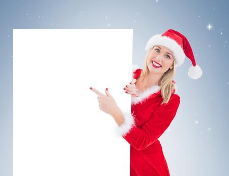 pere noel sexy: Festive démontrant blond carte blanche sur la vignette fond Banque d'images