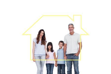 h�ndchen halten: Freundliche Familie, die Hand in Hand gegen Haus outline Lizenzfreie Bilder