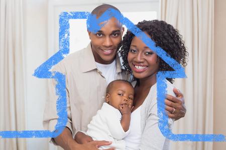 Padres jovenes felices que pasan el tiempo con el bebé contra el esquema de casa