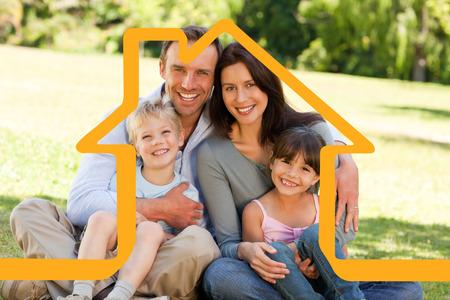 公園で座っている家族に対して家の概要