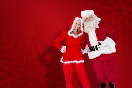 se�ora: Santa y se�ora Claus sonriendo a la c�mara contra el fondo del copo de nieve de color rojo