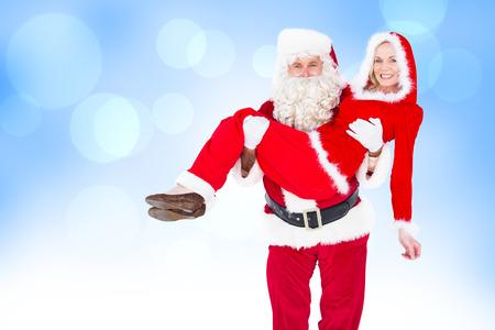 mrs: Santa y se�ora Claus sonriendo a la c�mara contra el dise�o abstracto azul punto de luz