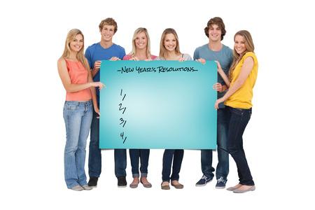 hoja en blanco: Un grupo de personas que sostiene la hoja en blanco sobre azul Foto de archivo