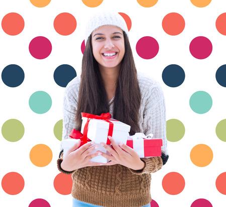 pattern pois: Doni bruna in possesso di festa contro colorato polka dot pattern