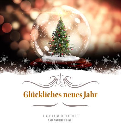 navidad elegante: frontera contra el �rbol de Navidad en el globo de la nieve Foto de archivo