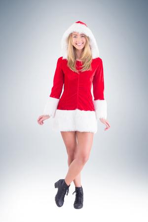 pere noel sexy: Jolie Santa Girl souriant à la caméra sur la vignette fond