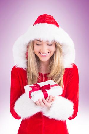 pere noel sexy: exy Santa fille tenant cadeau sur la vignette fond