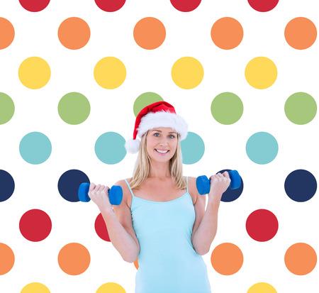 pattern pois: Festive manubri in forma di holding bionda contro colorato polka dot pattern