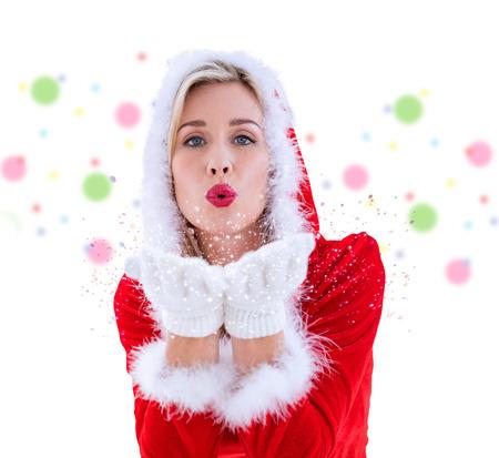pere noel sexy: Blonds festive soufflant un baiser contre le motif de points