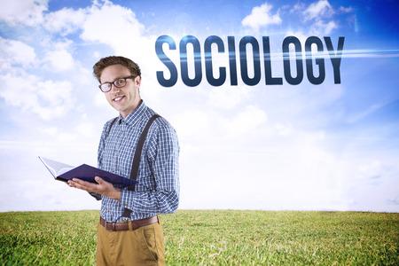 sociologia: La palabra sociología y estudiante geek leer un libro contra el paisaje sereno