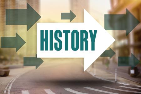 Het woord geschiedenis en pijlen tegen de Straat van New York