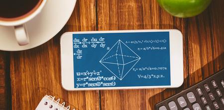 matematica: Los problemas de matem�ticas en contra de tel�fono inteligente en el escritorio Foto de archivo