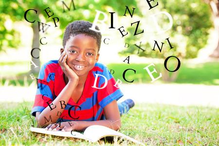 niños negros: cartas en contra de lectura del niño pequeño en el parque