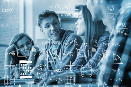 matematica: Matemáticas contra estudiantes sonrientes amigos hablando juntos Foto de archivo